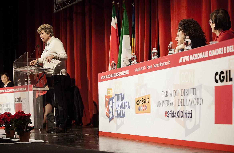 Susanna Camusso parla all'attivo della Cgil, ieri al teatro Brancaccio di Roma