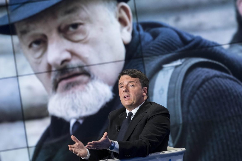 Matteo Renzi a Porta a Porta. Alle sue spalle il padre Tiziano