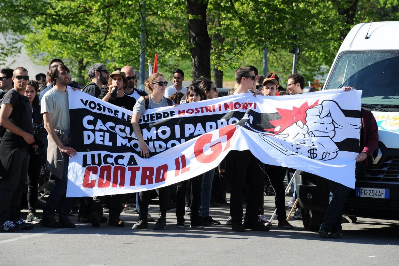 Protesta contro il G7 a Lucca