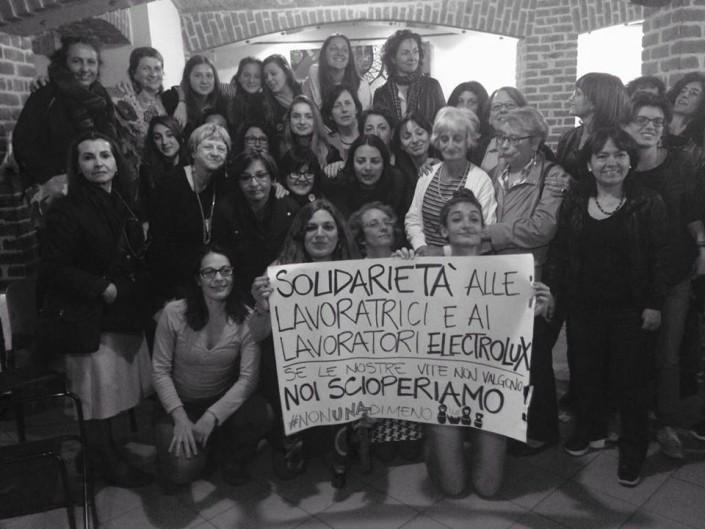 Solidarietà alle lavoratrici #Electrolux che hanno ricevuto i provvedimenti disciplinari per aver scioperato #LottoMarzo