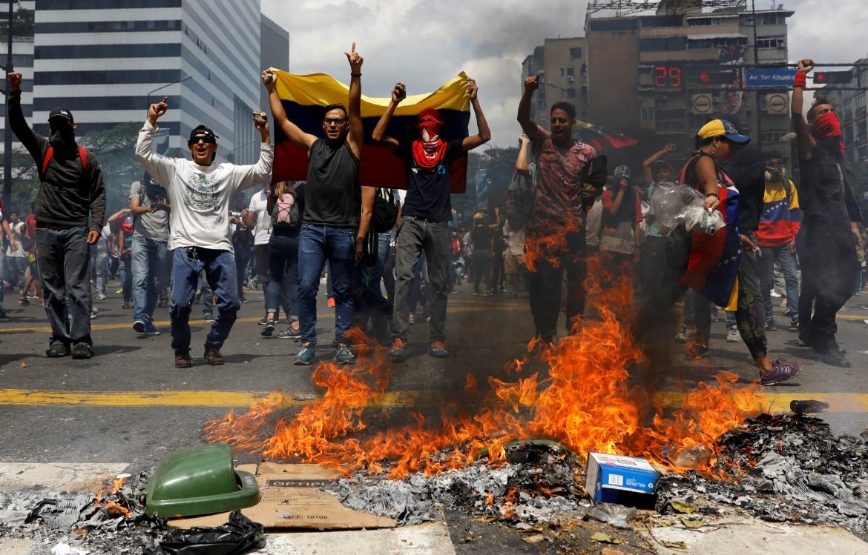 Venezuela, le violenze delle destre contro il governo