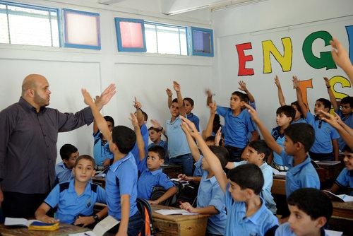 Scolari in una scuola dell'Unrwa