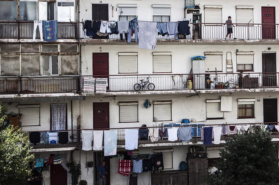 Il condominio di un bairro social a Lisbona