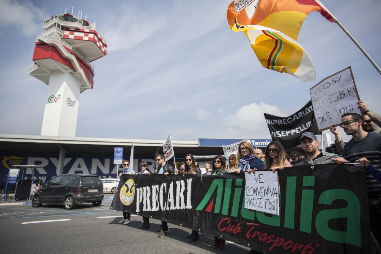Proteste dei lavoratori Alitalia