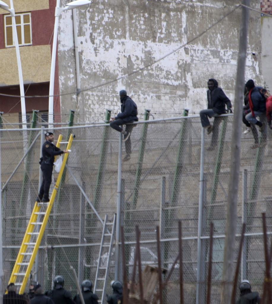 Melilla, il muro al confine tra Spagna e Marocco