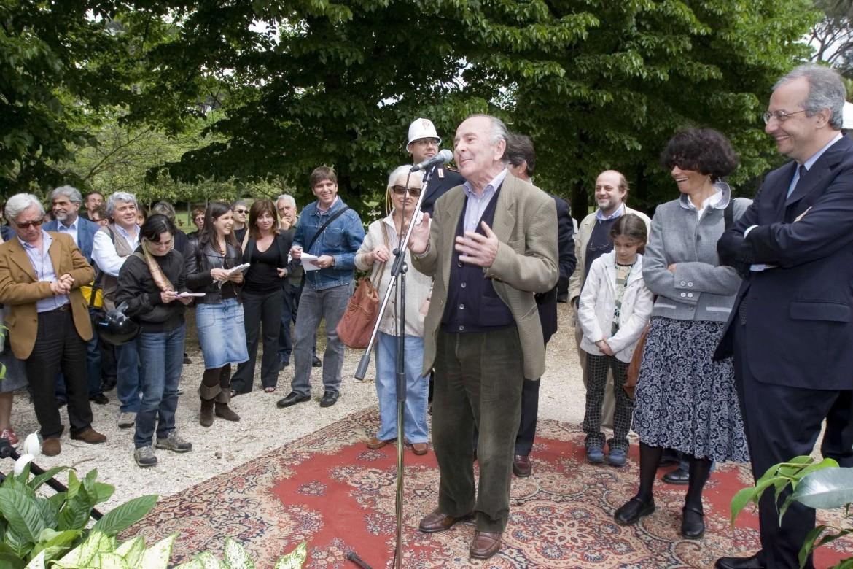 Valentino Parlato all'inaugurazione del viale Luigi Pintor in Roma