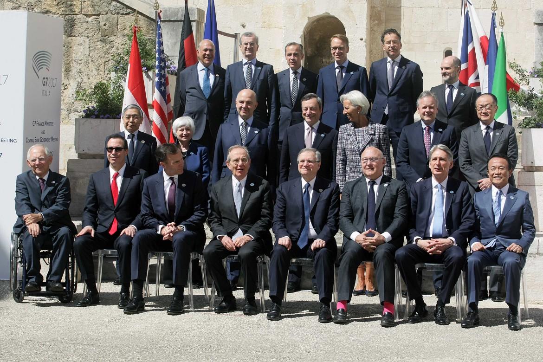 Foto di «famiglia» al G7 di Bari
