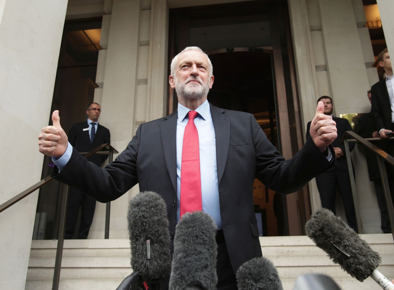 Jeremy Corbyn all'uscita dell'Institute of Engineering di Londra