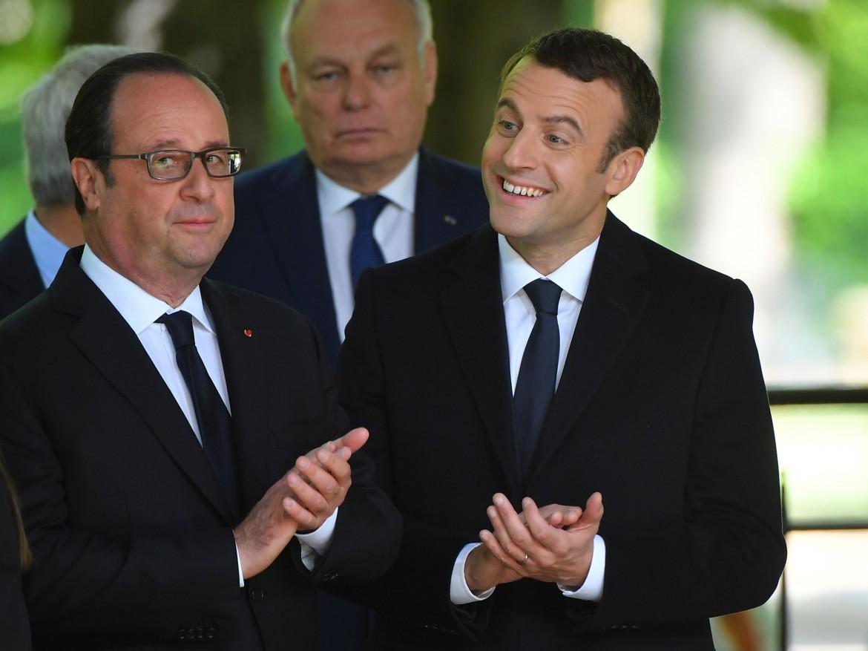 François Hollande ed Emmanuel Macron alla XII Giornata nazionale per l'abolizione del commercio e della schiavitù