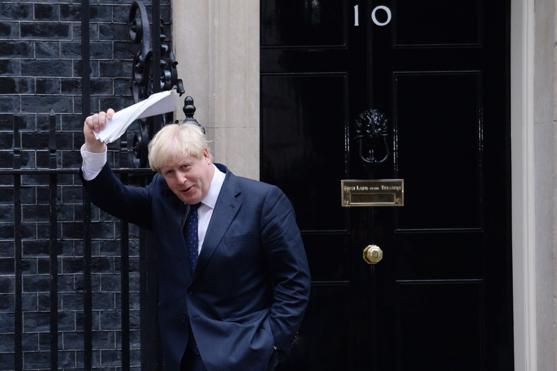 Londra, Boris Johnson lascia Downing Street dopo un incontro con Theresa May