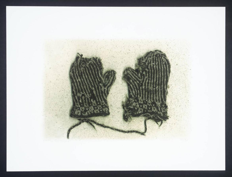 Kathy Prendergast, «Mittens and Moth Eggs», 2000