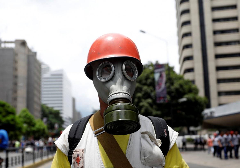 Venezuela, l'opposizione violenta in piazza