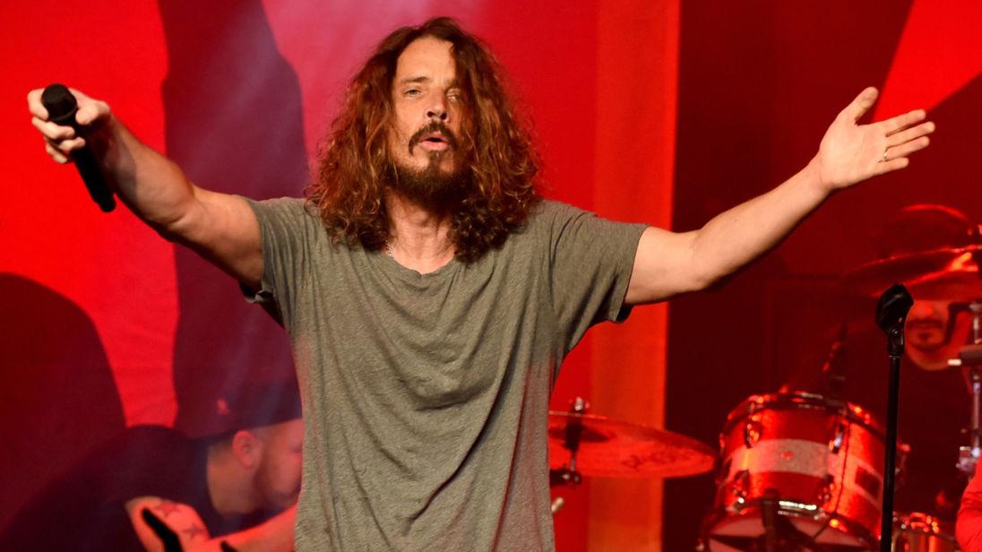 Chris Cornell e sotto con i Soundgarden in un'immagine recente