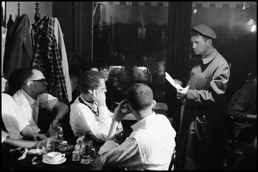 Jack Kerouac legge al SevenArts Cafè in New York, 1959