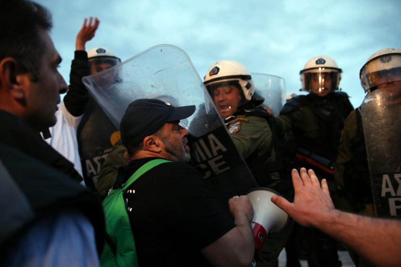 Atene, gli scontri in piazza di ieri notte