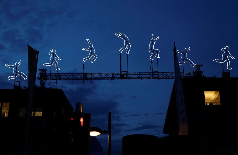 L'installazione di luci «Run Beyond» dell'artista Angelo Bonello