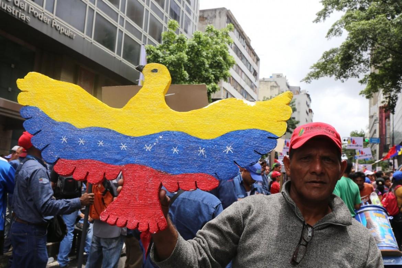 Manifestazione chavista per la pace a Caracas