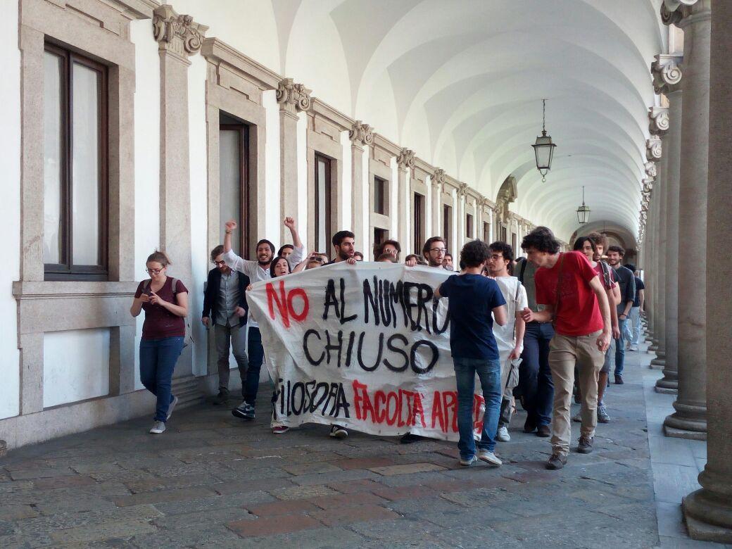 Università statale di Milano, la protesta degli studenti