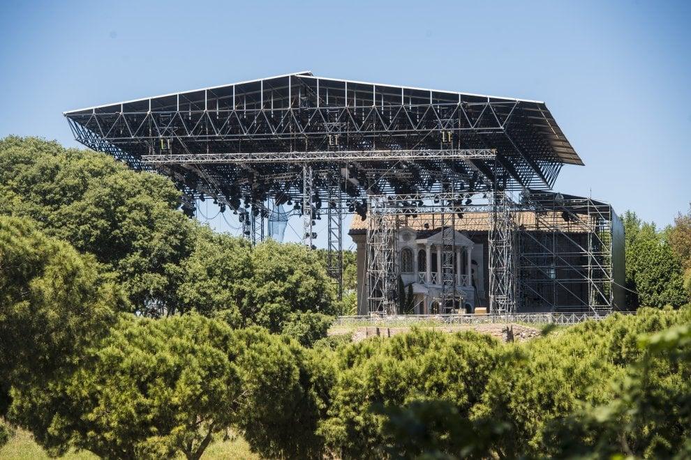Il palco per Divo Nerone