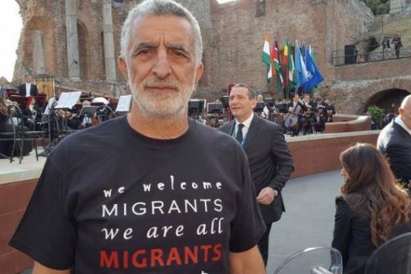 La maglietta indossata da Accorinti al G7