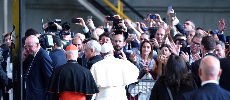 Il papa incontra gli operai dell'Ilva