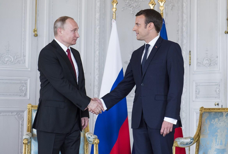 Incontro a Parigi tra Vladimir Putin ed Emmanuel Macron