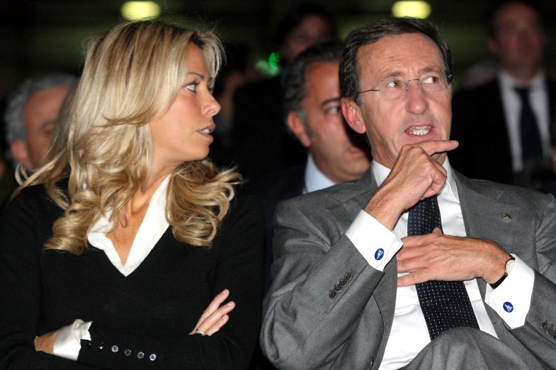 Elisabetta Tulliani, ex seconda moglie di Gianfranco Fini, accanto