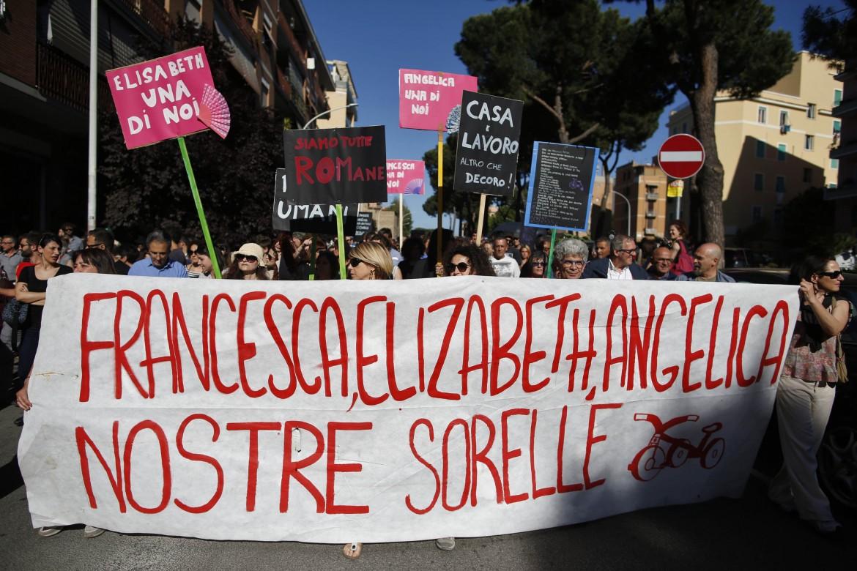 manifestazione antirazzista a Centocelle dopo la strage