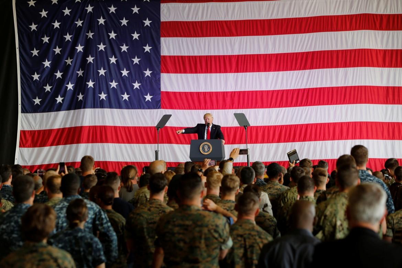 Trump durante una conferenza repubblicana