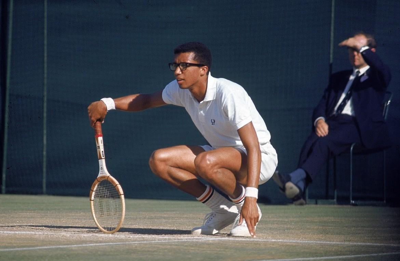 Il tennista statunitense Artur Ashe (1943-1993), foto The wall Street Journal