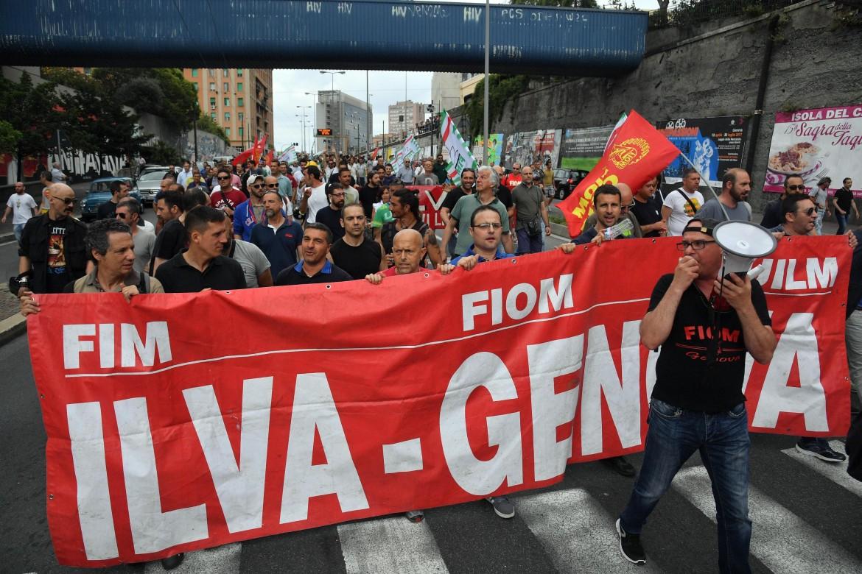 Il corteo dei lavoratori Ilva di Genova