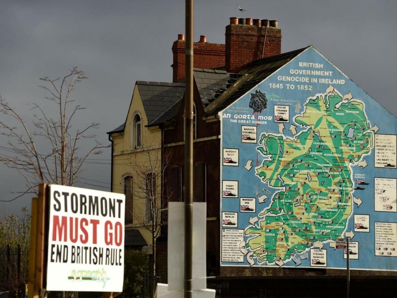 Murales in una zona nazionalista di Belfast in vista delle elezioni