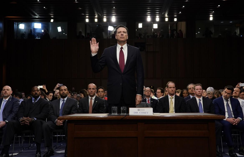 Il direttore dell'Fbi licenziato da Trump, James Comey