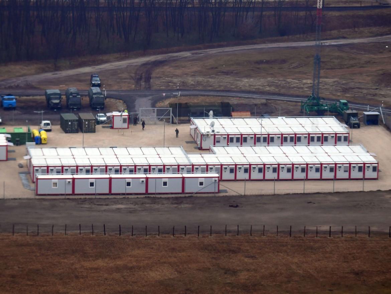 Un campo per richiedenti asilo al confne ungherese