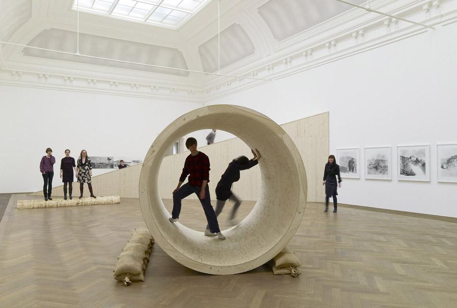 Un'installazione di Goshka Macuga a Basel, 2009