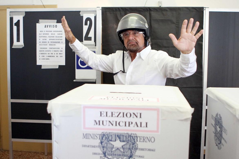 Beppe Grillo al seggio