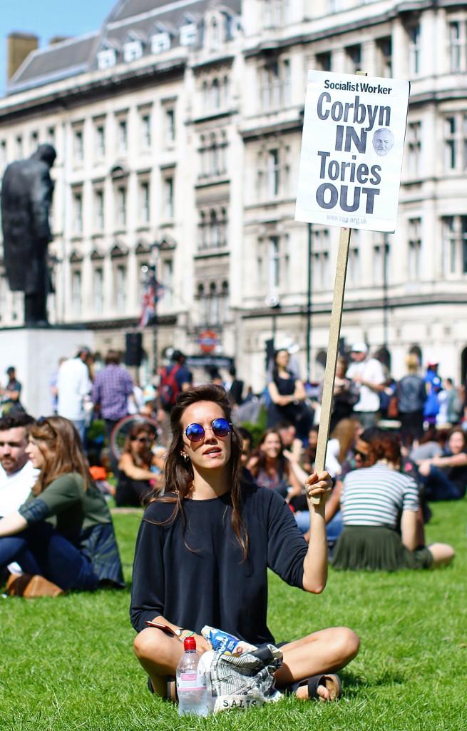 Londra, protesta contro i Tory e l'alleanza con il Dup