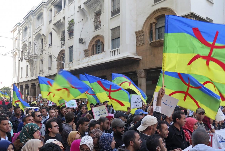 Rabat nel novembre 2016, dopo la morte di Mouhcine Fikri, con le bandiere berbere dell'Amazigh