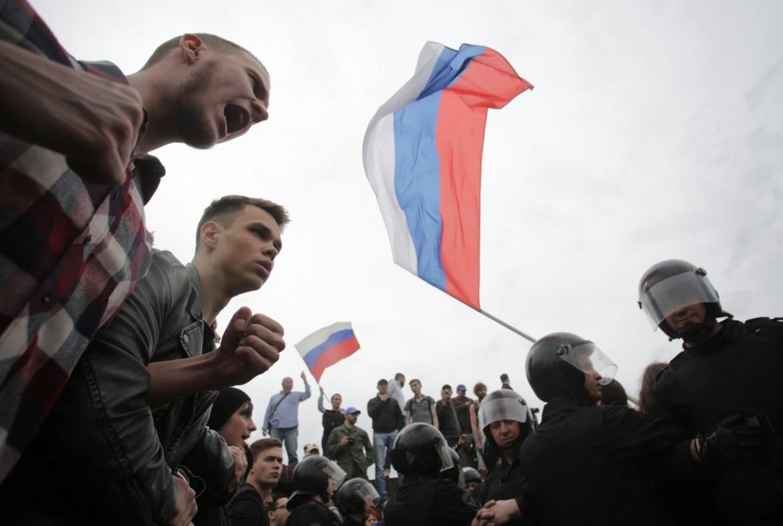 Mosca, la protesta anti-corruzione; sotto l'arresto di Aleksey Navalny