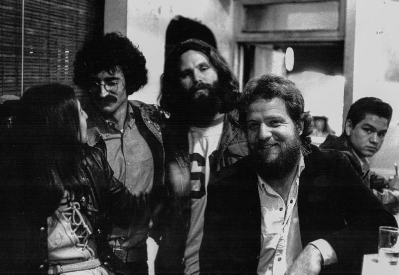 Frank Lisciandro alla destra con Jim Morrison, in uno scatto dell'8 dicembre 1970