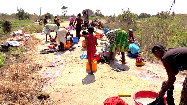 Il bucato nel campo profughi di Marratane, distante 30 km da Nampula