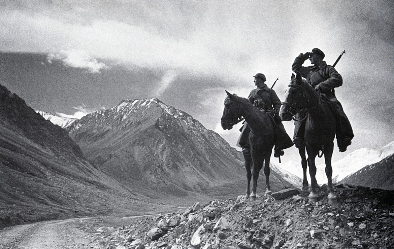 Arkadij Šajchet,  «Pattuglia in montagna. Guardie di frontiera  sul Pamir», 1937