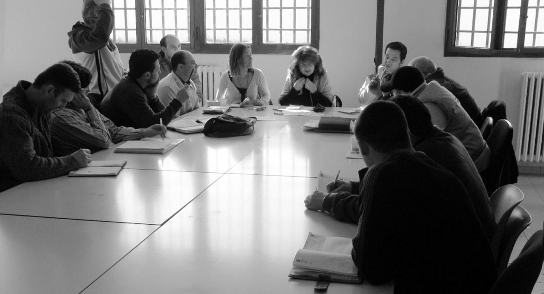Una riunione della redazione di Ristretti Orizzonti, nel carcere Due Palazzi di Padova. Al centro la direttrice Ornella Favero