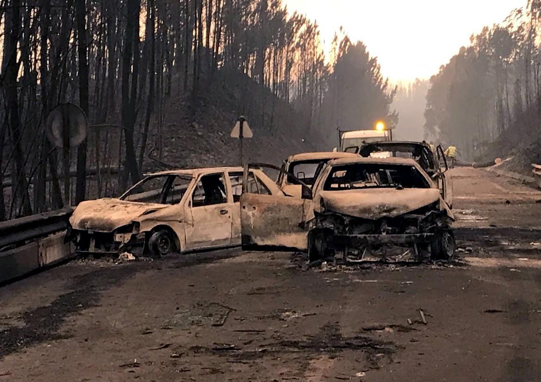 Auto bruciate nell'incendio in Portogallo