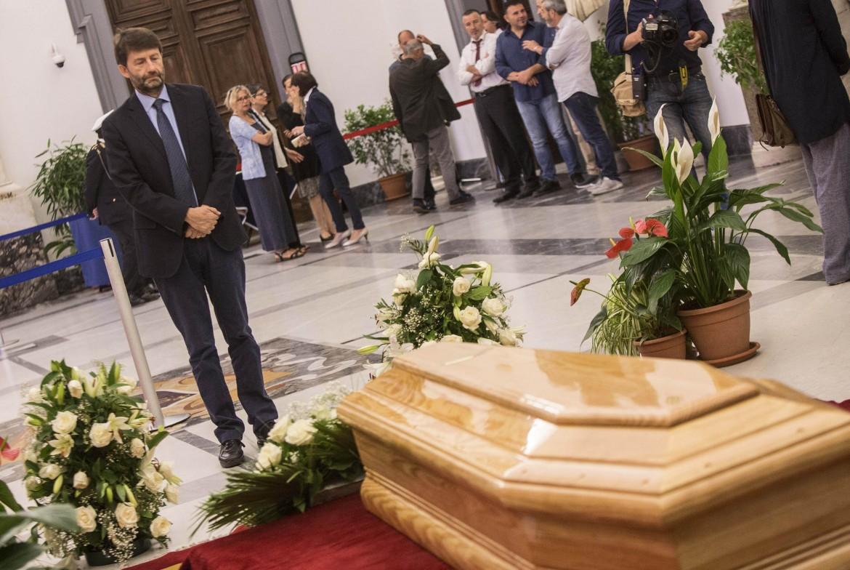 I funerali dI Paolo Villaggio in Campidoglio