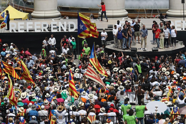 Manifestazione a Montjuic, Barcellona, per sostenere il referendum