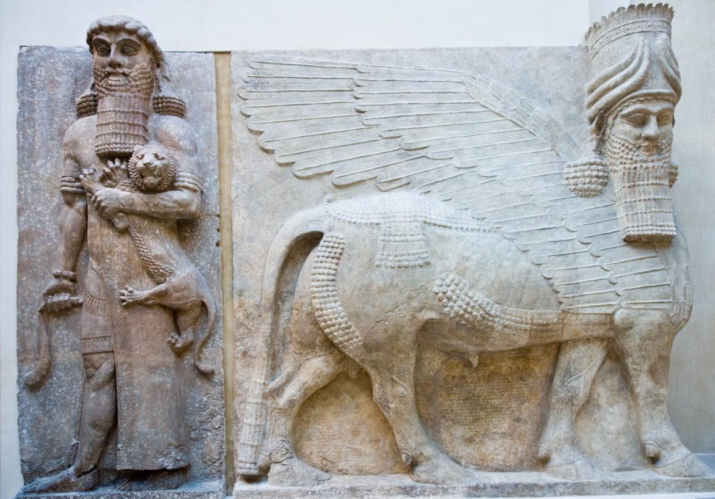 Gilgamesh  e uno dei Lamassu  del palazzo di Khorsabad, 721-705 a.C.,  Parigi, Louvre