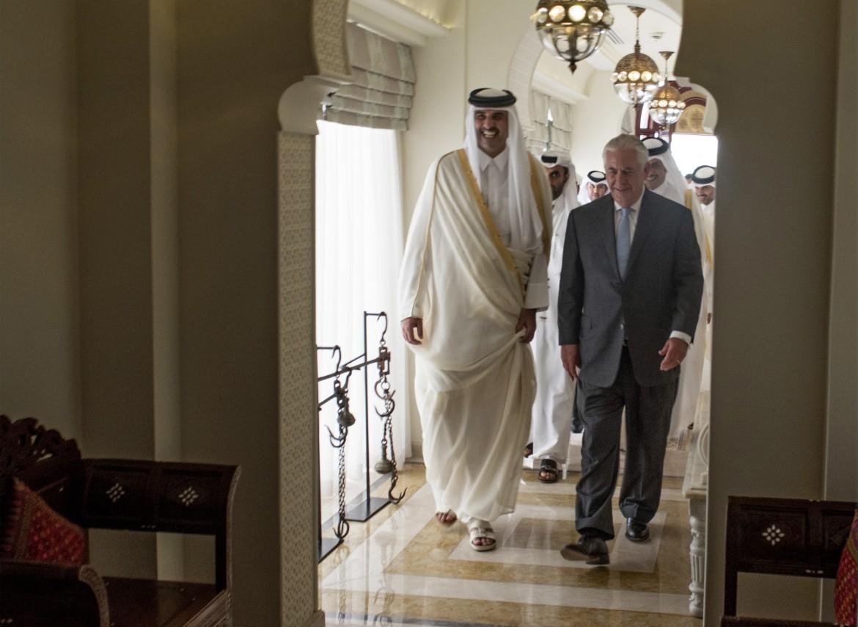 L'emiro del Qatar insieme al segretario di Stato Usa Tillerson