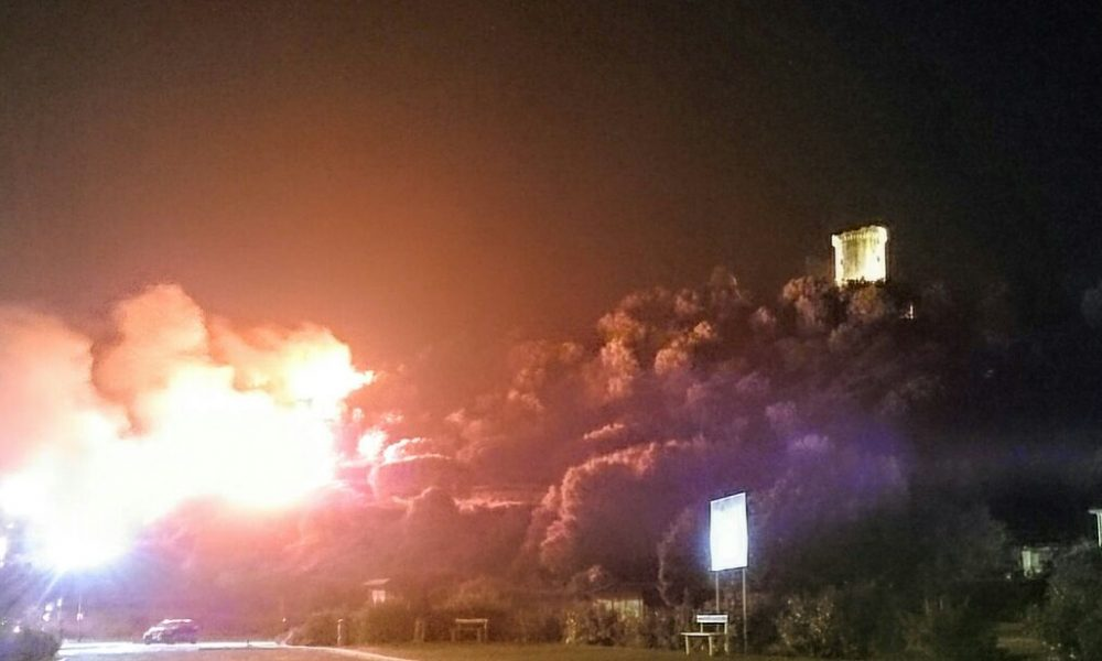La torre di Elea Velia in fiamme
