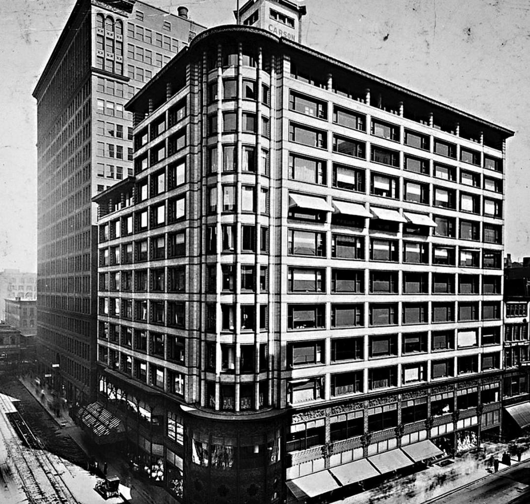 Il Carson, Pirie, Scott  and Company Building  di Chicago, Illinois, 1899, progetto di Louis Sullivan